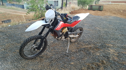 TE 449 husqvarna 2010 model. Great order, 2nd mature owner