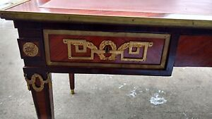 Ornate with 3 drawers office desk with leather top insert Edmonton Edmonton Area image 2