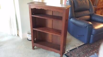 ENGLISH OAK BOOKCASE Cedar Creek Gold Coast North Preview