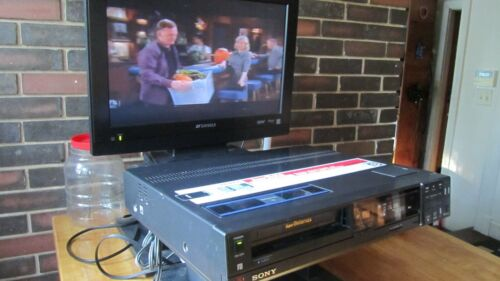 Sony SL-HFR70 Super BetaMax VCR, great looking! Works as it should!