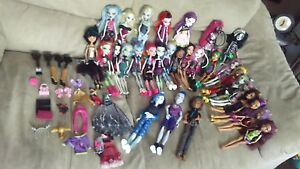 30 monster high dolls and assorted accessories