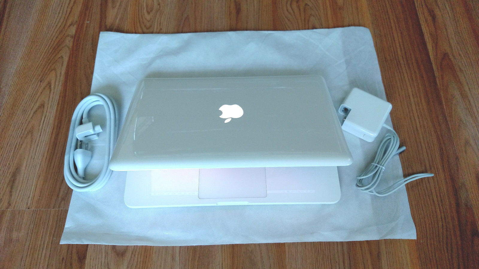 """Apple MacBook White 13""""  New 1TB HDD 2.26 GHz 4GB RAM LATEST OS 2017 + Extras"""