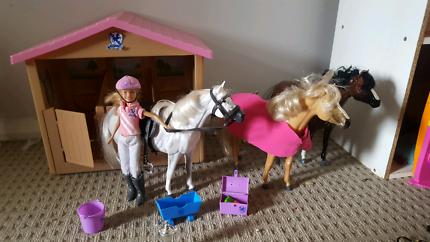 Barbie Pony parade stables