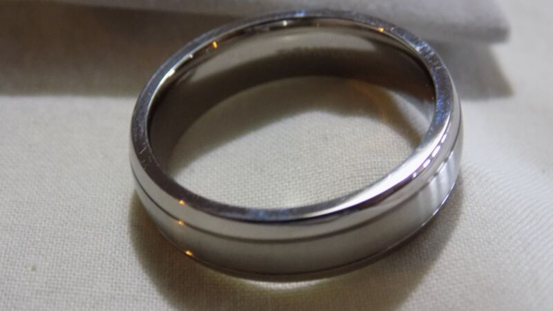 6MM Titanium Unisex Classic Styled Brushed & Polished Comfort Fit Wed band 9.5
