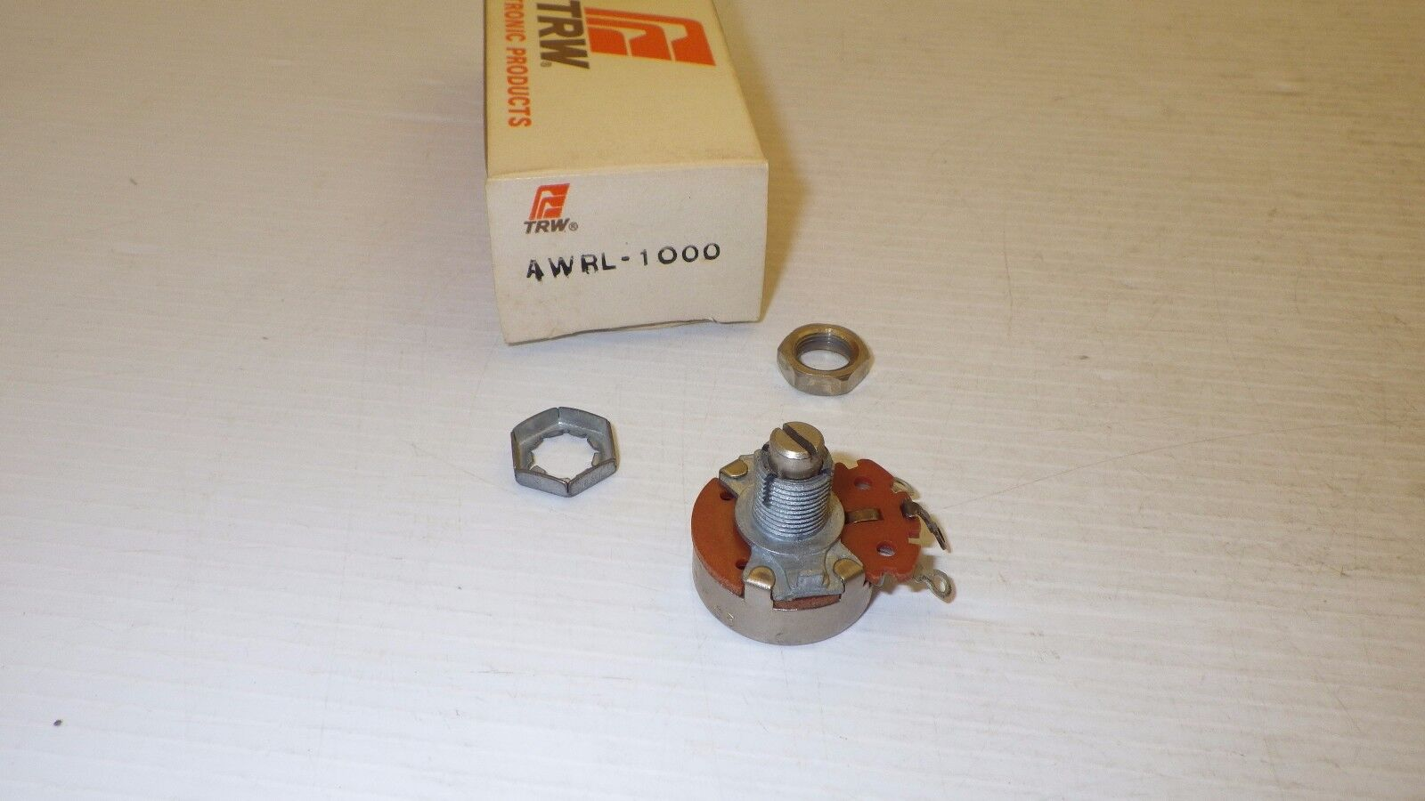 Trimmer //Trimpot //Potentiometer CTS 10K 2W NNB