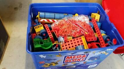 Mega Blocks PLUS set of construction toys to build vehicles