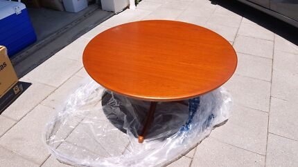Round coffee table - 95cm diameter, 50cm high