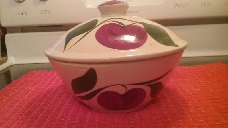 Watt Pottery 2 leaf Apple Covered 67 bowl & lid