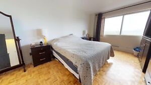 **Spacious 2  bedroom / 2 bathroom apartment. Available Oct 1