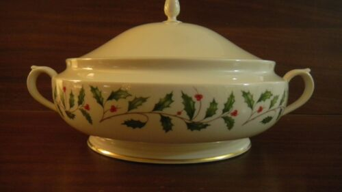 LARGE Lenox HOLIDAY serving vegetable dish bowl berry holiday WITH LID
