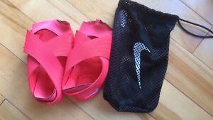 NIKE Yoga shoes/scrubs/coats/skates/scaves