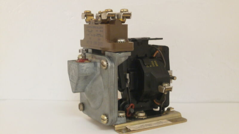 SQUARE D TIMING RELAY 9050 A0100