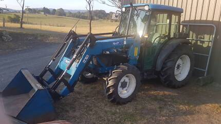 New Holland TN55D 4x4 tractor, cab & loader - LOW HOURS!