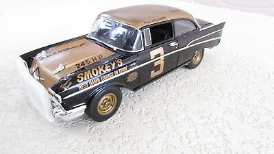 Acme 1:18 Smokey Yunick's #3 1957 Chevrolet Bel Air signed version + 2005 Key