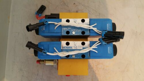 Vickers, Eaton Directional Control Valve w/ Block Assembly, 59149351