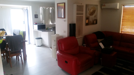 (SHARE ACCOMMODATION)Three bedroom house fully furnished! Werribee Wyndham Area Preview