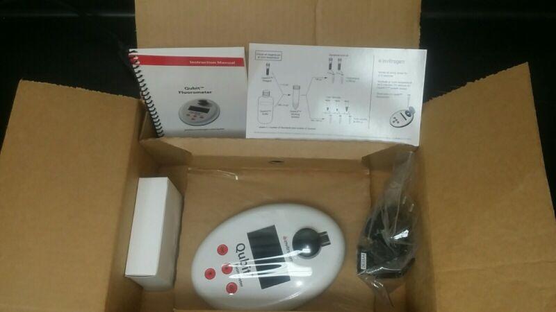 Q32857 Qubit Fluorometer - Never unpacked, Sealed internally, Unsed, Open-box