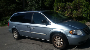 06 Chrysler Town and Country Touring Edition