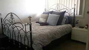 Queen bed frame/ bedhead Wallsend Newcastle Area Preview
