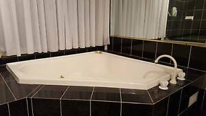 Luxury spa bath in immaculate shape Mount Colah Hornsby Area Preview