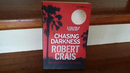 Robert Crais Chasing Darkness