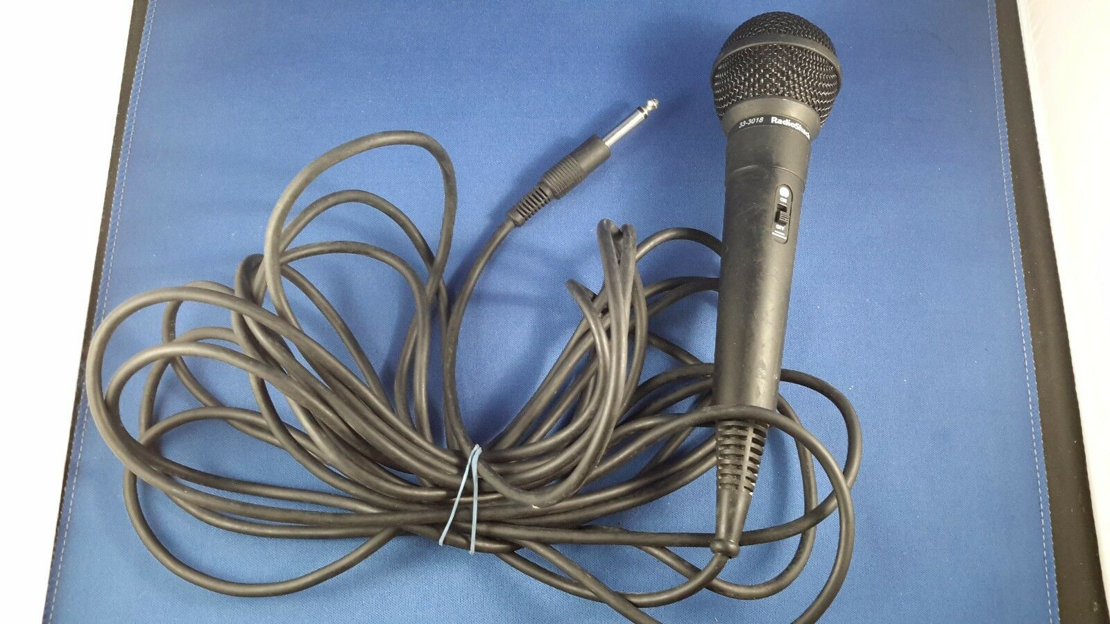 Radio Shack Dynamic wired 1/4 inch karaoke microphone with on-off switch