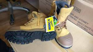 Safety boots; Blundstone zip up series; Sz 9 High Wycombe Kalamunda Area Preview