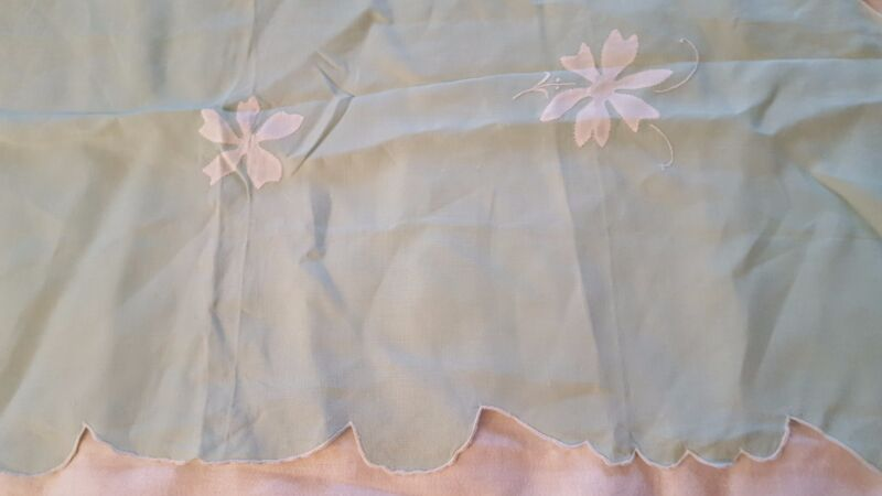 Floral white Madeira applique embroidered mint linen tablecloth 33 x 34 vtg