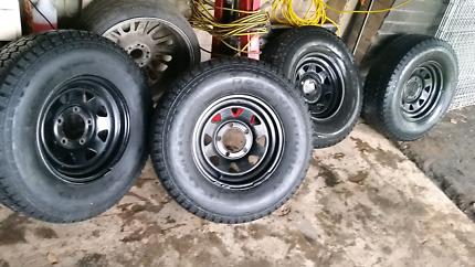 Set of 5 Landcruiser Wheels
