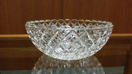 Lead crystal serving bowls
