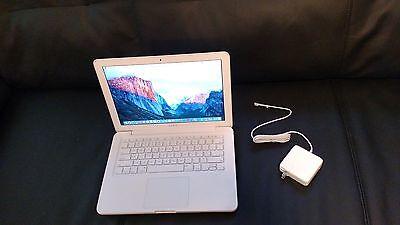"""Apple MacBook White 13"""" MC207ll/A 250GB HDD  2.26GHz 4GB Ram,WiFi, OS X Sierra"""