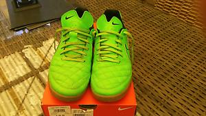 Nike futsal shoes US9.5 Blackmans Bay Kingborough Area Preview