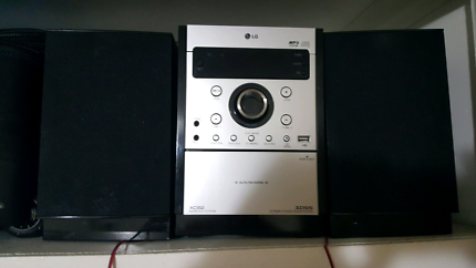 CD player / radio with connected speakers