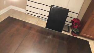 Dining set to sell - Ensemble de table et chaises à vendre