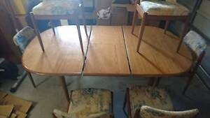 Dinning Table with 6 chairs in fair condition Flinders View Ipswich City Preview
