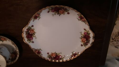 ROYAL ALBERT CHINA -CAKE PLATE WITH HANDLES OLD COUNTRY ROSES PATTERN