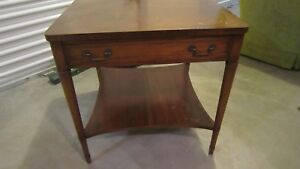 Antique Heritage Henredon Wooden Mahogany End / Side Table With Drawer