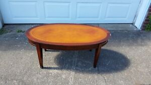 Attrayant Antique Vintage Leather Top Coffee Table