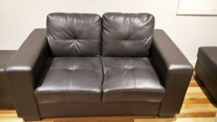 2 Seats Leather Sofa In Excellent Condition