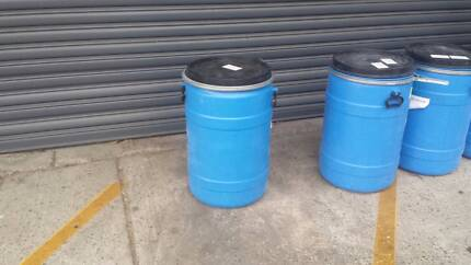 plastic drums 100l and 35l with lids