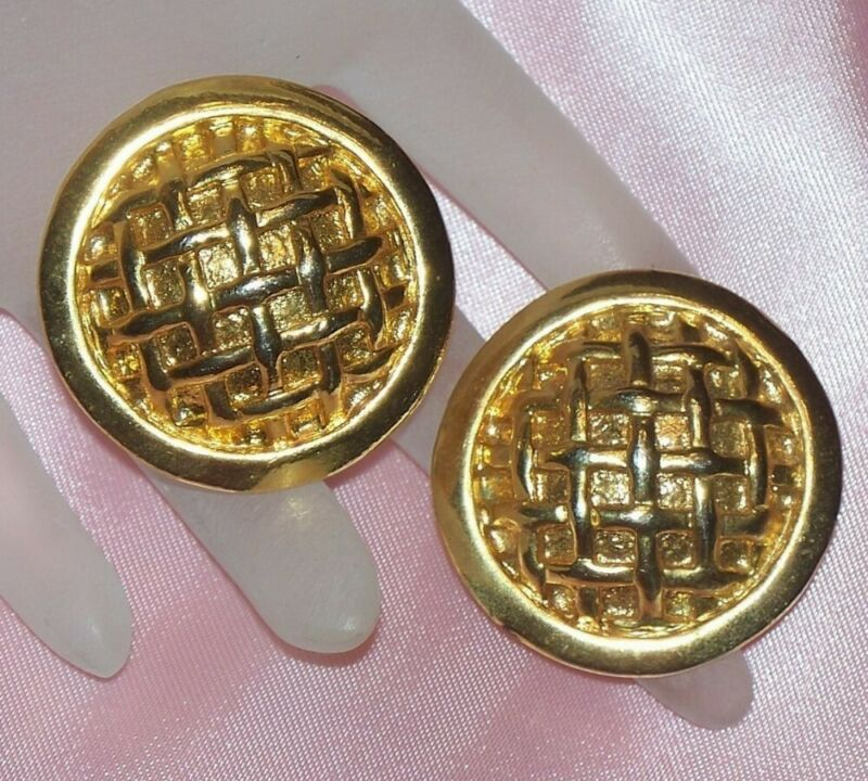 VINTAGE STATEMENT BIG GOLD TONE METAL ROUND BASKET WEAVE PIERCED EARRINGS
