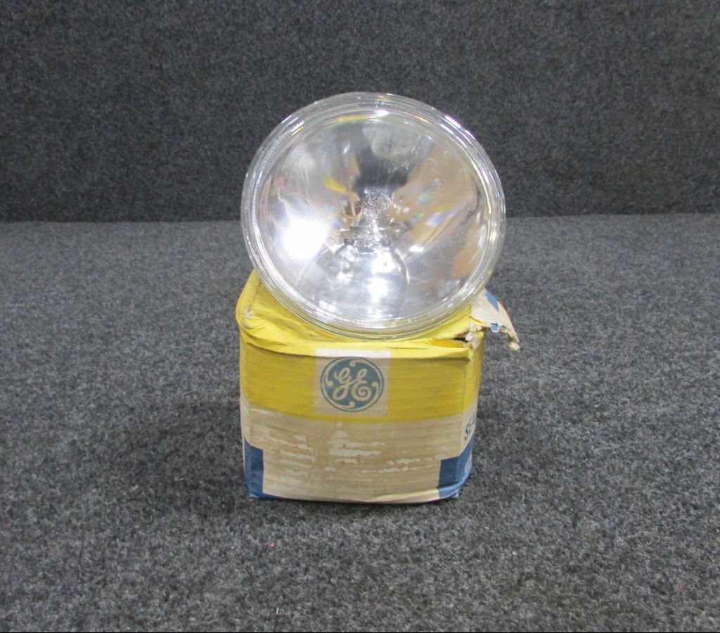 4635 GE 450w Sealed Beam Lamp (New Old Stock) 16.5 volts