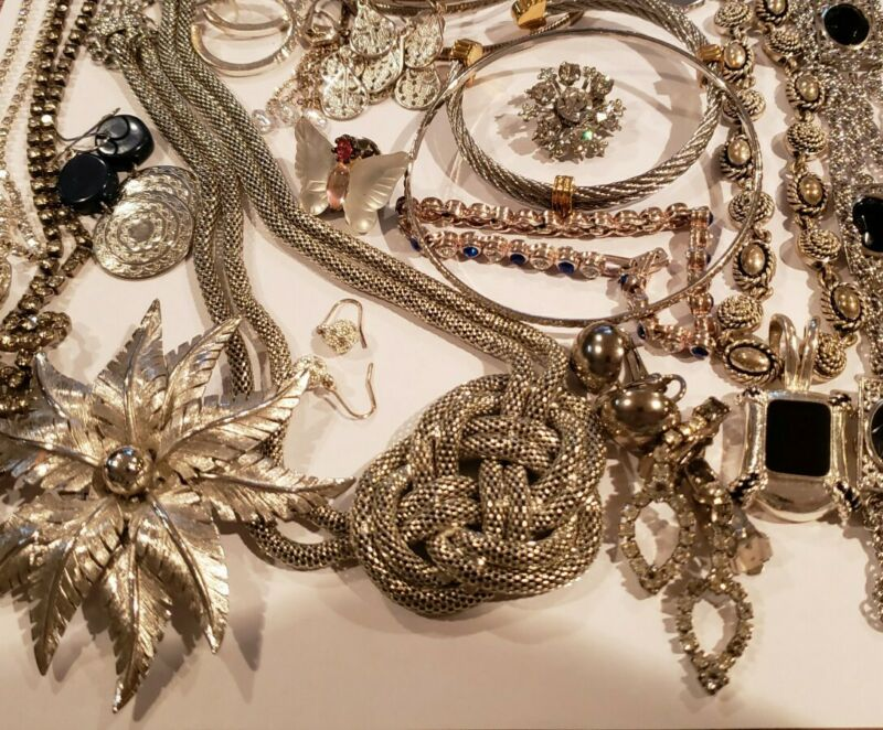 Assorted 30 Piece Silver TONE Jewelry LOT Earrings Bracelets Necklaces Pins