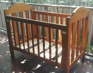 Baby cot in excellent condition. Cranbourne North Casey Area Preview