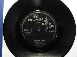 THE-BEATLES-SHE-LOVES-YOU-parl-63-1N-1N-45-NEX