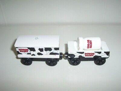 Thomas Wooden Train Sodor Dairy Cars LC99037 Moo Sounds Cow Box Car & Milk Set