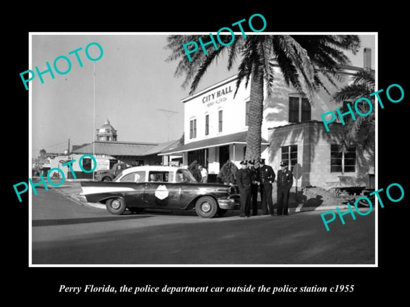 OLD 8x6 HISTORIC PHOTO OF PERRY FLORIDA THE POLICE CAR & CITY HALL c1955