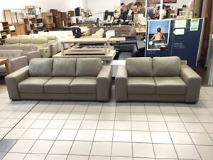 100% LEATHER 3 + 2 SEATER LOUNGE SUITE Logan Central Logan Area Preview