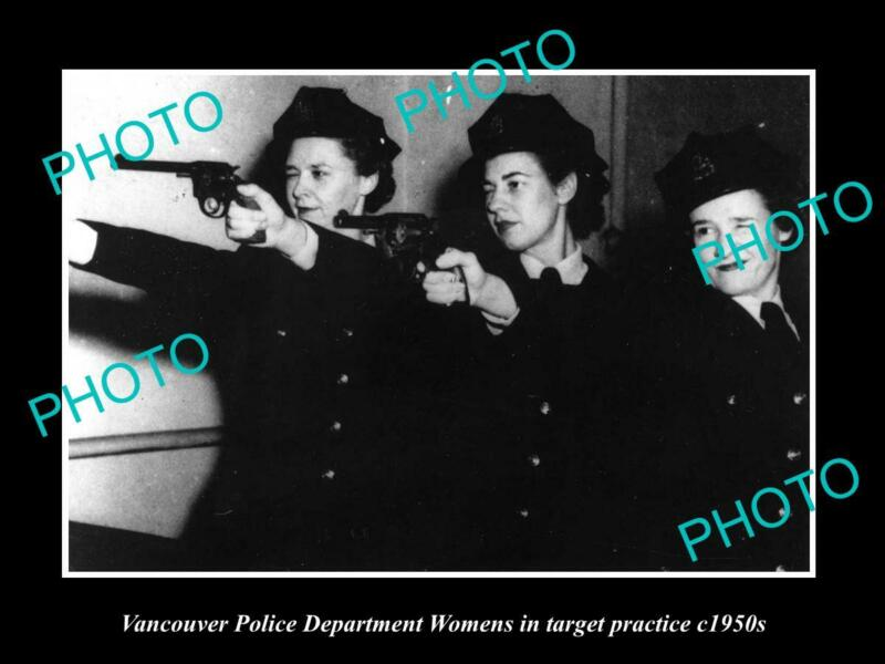 OLD POSTCARD SIZE PHOTO OF VANCOUVER CANADA WOMENS POLICE TARGET PRATICE 1950