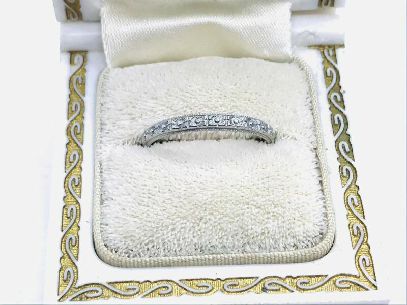 Art Deco 18K White Gold Flower Decorated Chased Eternity Band Ring